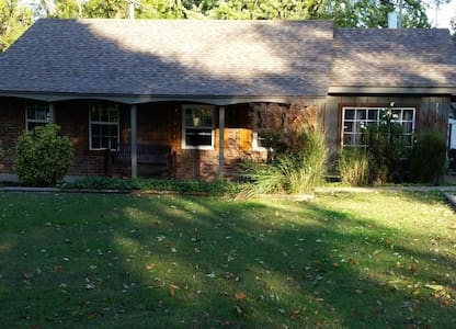 Centrally located cozy cottage - Springfield