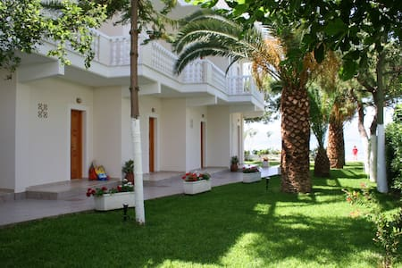 Posidonia Pension Studio - Amarynthos