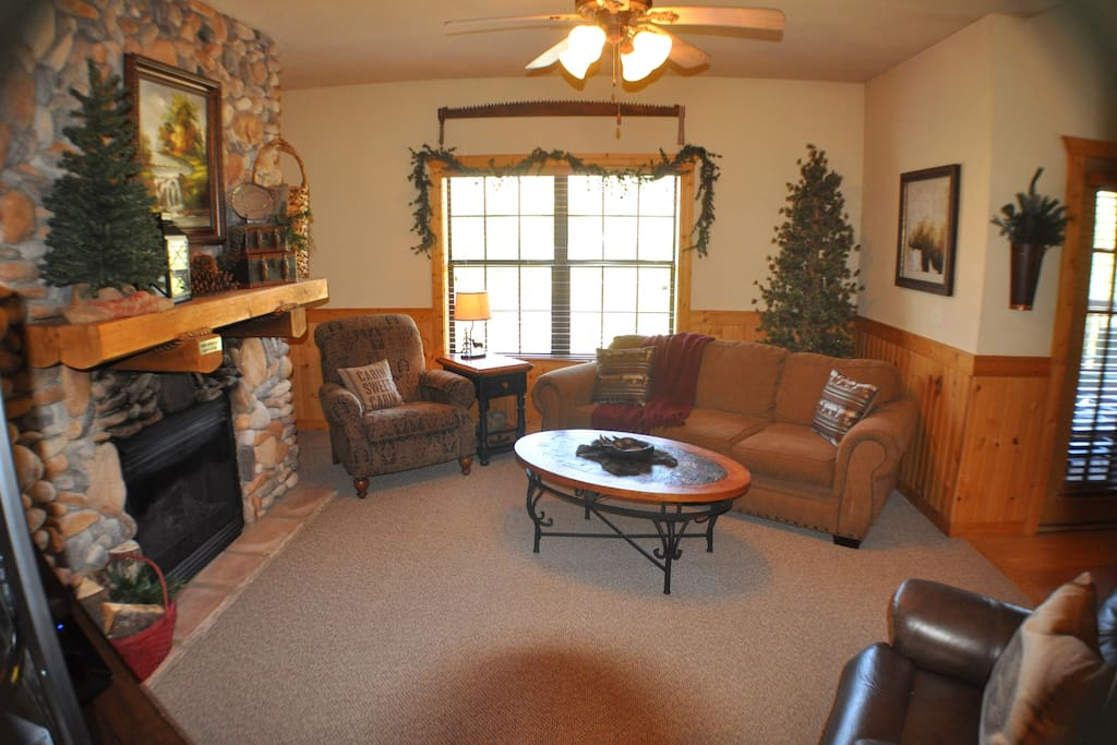 Cozy Secluded 2 Bed Log Cabin Heart Of Branson Cabins For Rent In Branson Missouri