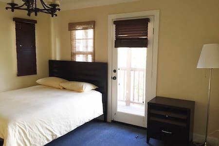 大主卧房,有淋浴,有泡澡浴缸,新家具,生活方便,交通方便,停车方便, - Fremont