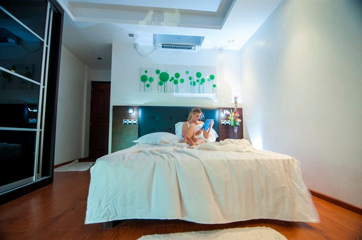 A Bit Of Maldives, with Luxurious Beachfront Room - Hulhumalé - Guesthouse