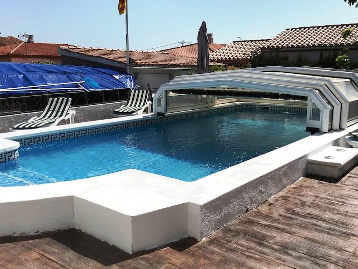 Bonita casa independiente, soleada y con piscina.