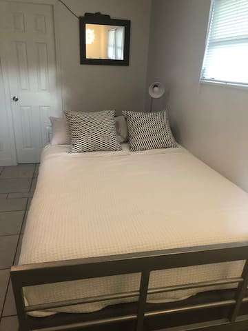 Full size bed. Clean comfortable linens