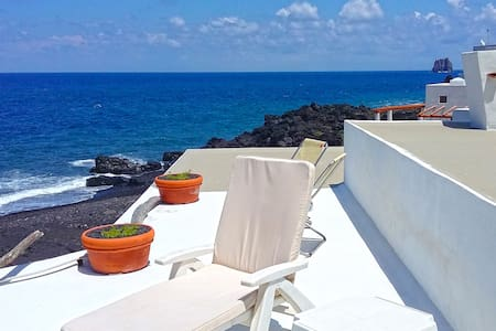 Panoramic house on the black beach of Stromboli - 斯特龙博利岛 (Stromboli) - 独立屋