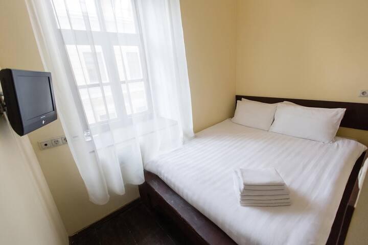 Компактная комната для 2-их у ЦДМ