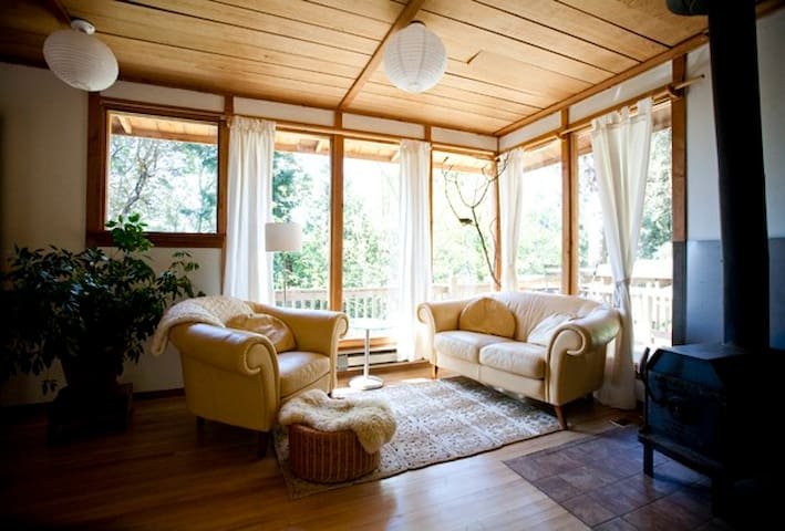 Cozy, nest- like cabin on SSI, BC! - Salt Spring Island - Chatka