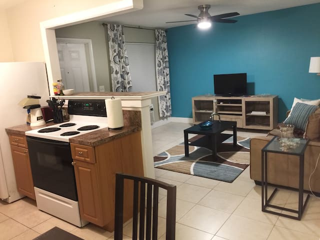 LunaSea Unit-2 Full 1 Bed / 1 Bath