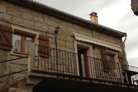 Maison de village en pierre de taille - House