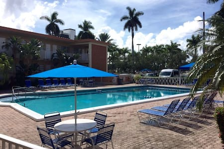 Luxurious Studio Perfectly Located! - Hallandale Beach - Leilighet