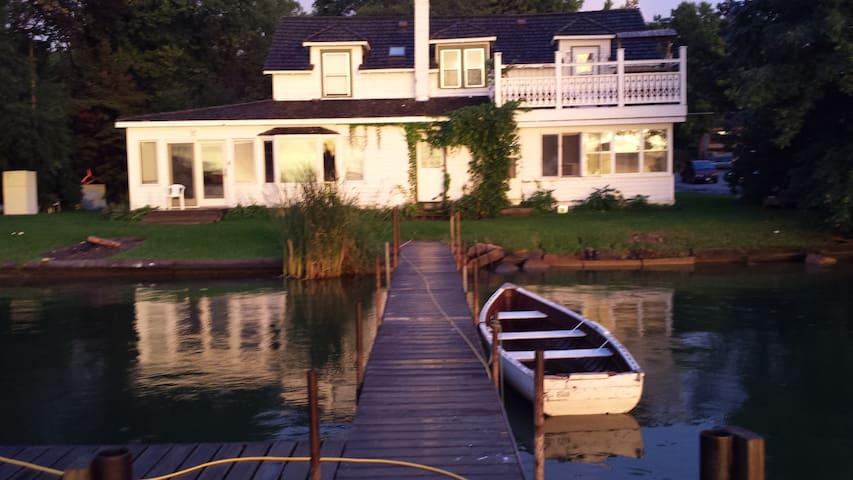 1900's Vintage House 10' to Lake Minnetonka Unit 2