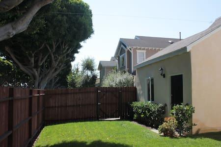 Santa Monica Guesthouse