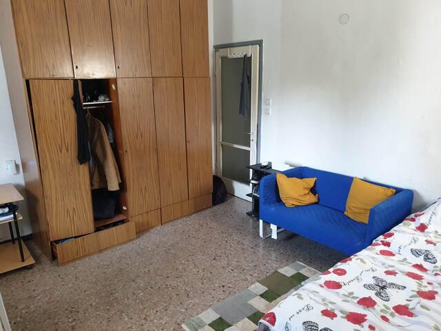 חדר ענק בדירה עצומה בלב תל אביב