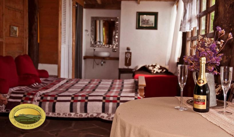 Cabin+view+Fireplace+24hour security in Comasagua