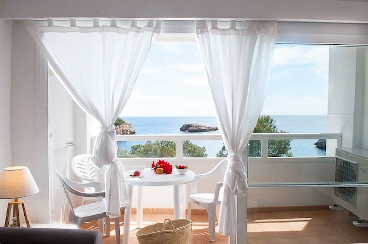 Ferrera Park 505, two bedroo apartment sea views