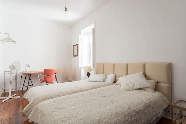 Gulbenkian Park Residence, Room 6