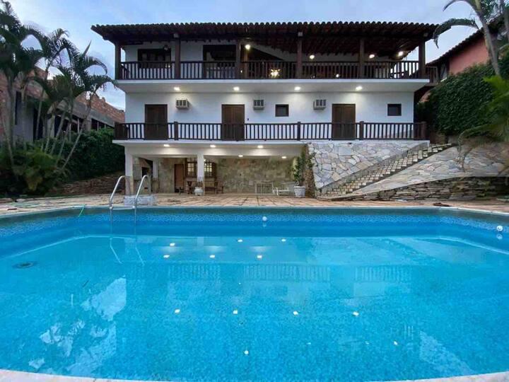 ESCARPAS DO LAGO casa com vista 5 suites