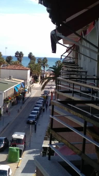 Vistas al Paseo Don Jaime y la playa. You can see Principal street and beach (afternoon)