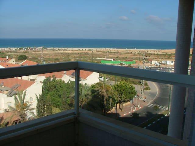 3 Bed Sea View Apartment - Poleg