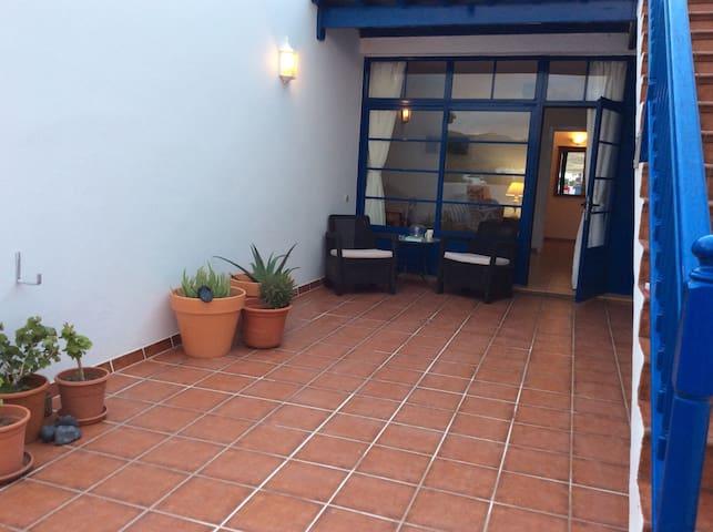 Blue Skies, 2 bed, sleeps 4. - Puerto Calero - Huis