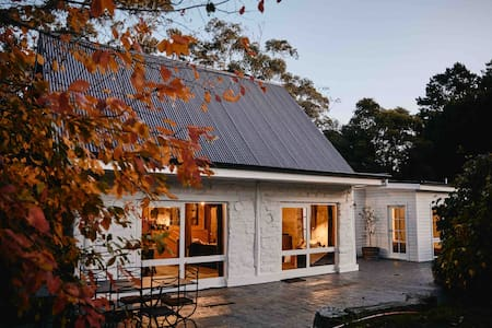 Maple Lodge - Alpacas,Pig, Goats,Ponies +PizzaOven