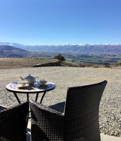 Relax in scenic tranquility-near Wanaka