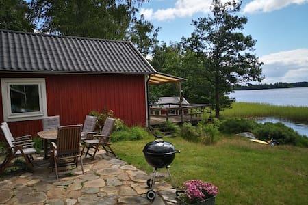 Stuga vid sjön Bolmen, privat läge