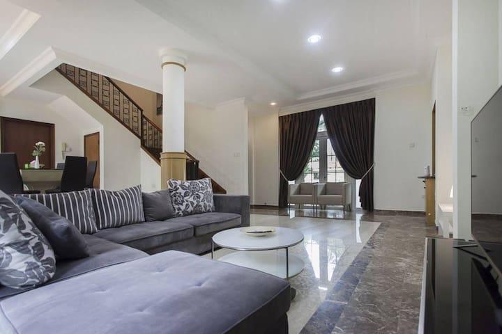 Superb 3-storey floor Villa FOR Large Grp!!!