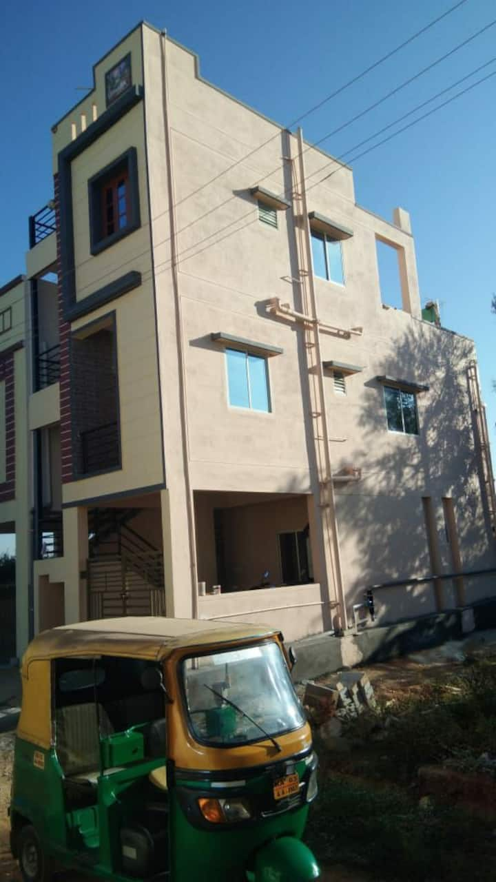 Cozy small 1bhk near ECity