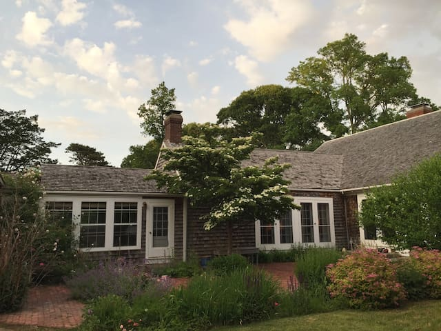300 Year Old Farmhouse - Chilmark - House