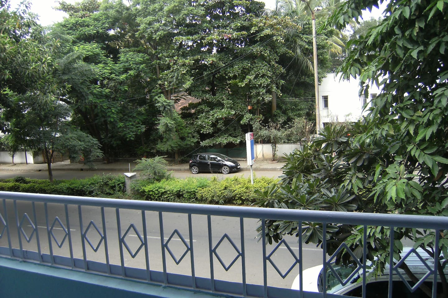 Nested within nature on a quiet street - Enjoy your beverages in the large balcony