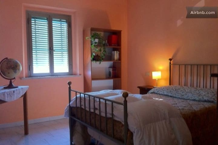 stanza in riva all'Arno - San Giuliano Terme - Appartement