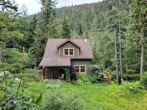 Modern Alaska Luxury - Cabin in the Woods