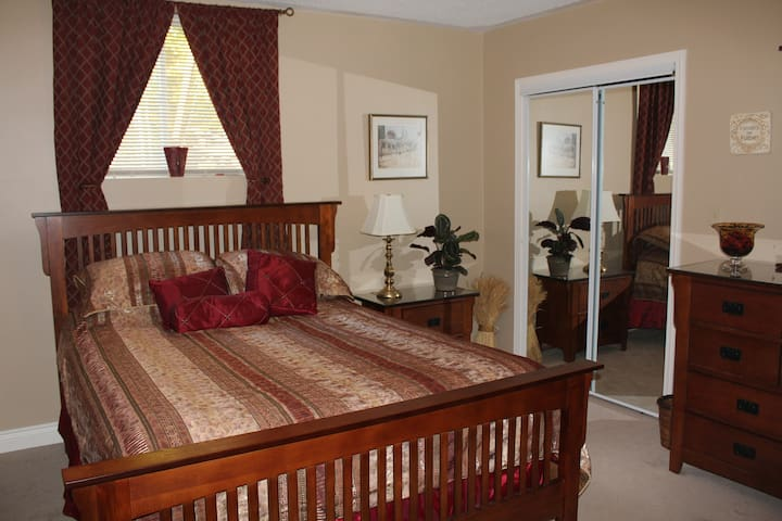 Mission style furnishings in the sunny Sumac Suite.