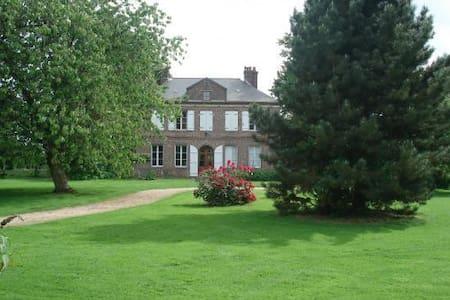 Chambre de charme proche LISIEUX - Thiberville - Bed & Breakfast