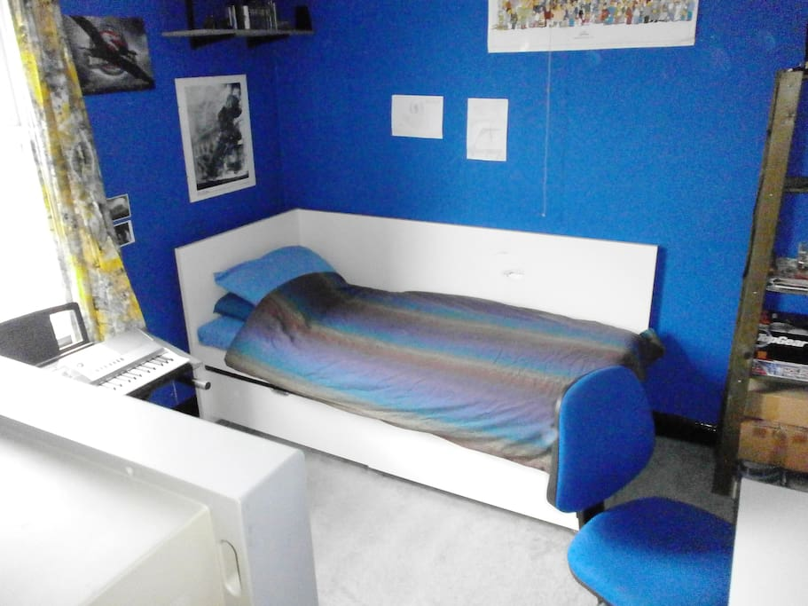 Single room with 2-metre bed - perfect for tall people!