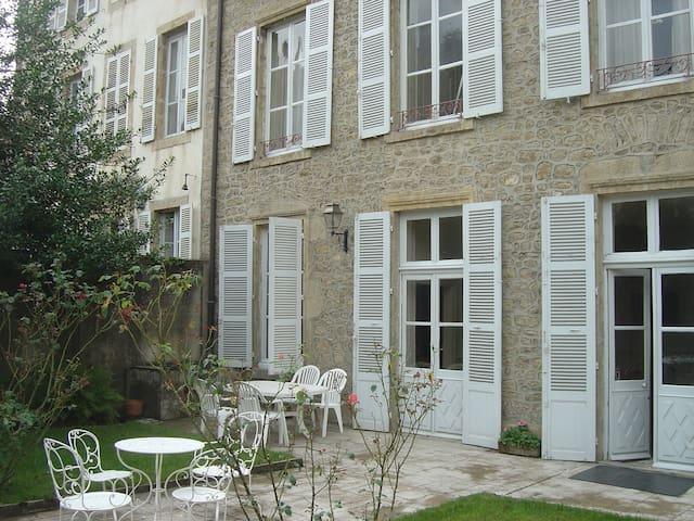 LA VILLA VOLTAIRE - Semur-en-Auxois - House