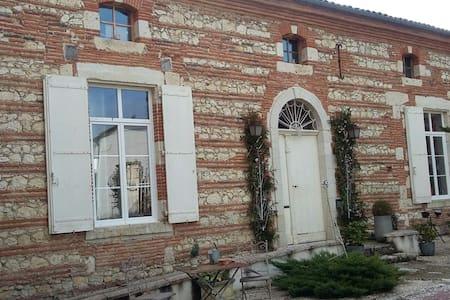 Chambres et demeure de charme - Boé - House
