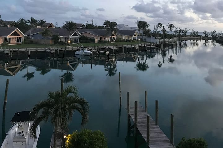 Kings Bay Canal Penthouse Condo w/ ocean view
