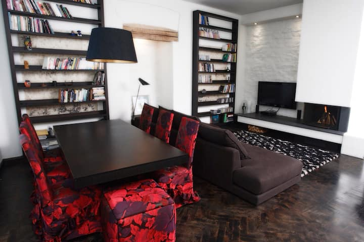 Modern and large Old Town Apartment 1BR