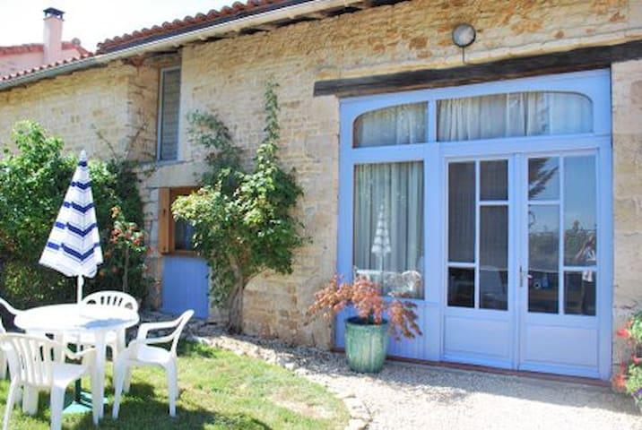 Maison Les Rosiers - Lorigné - House