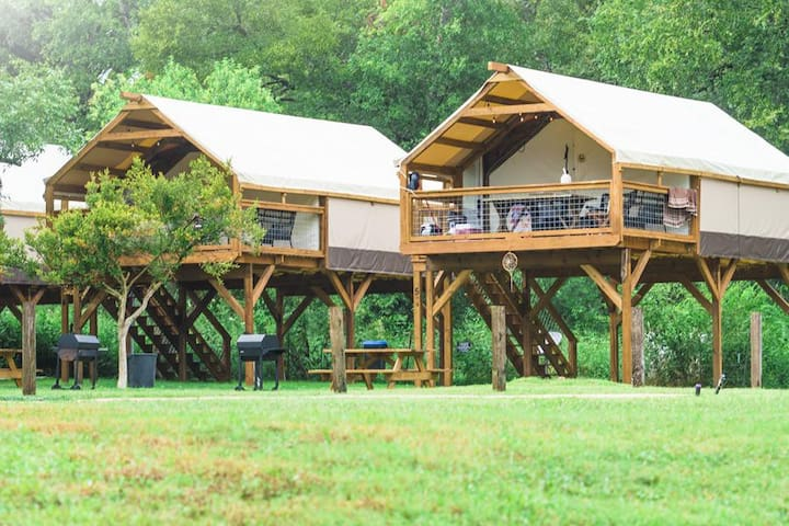 Gorgeous & Fun Glamping! Insulated w/ AC Cabin on Creek! Kayak & PaddleBoard!
