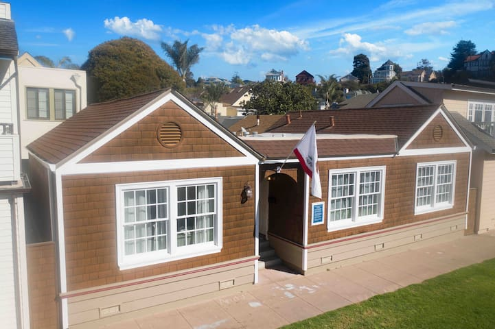 88 steps to sand - historic Capitola beach cottage