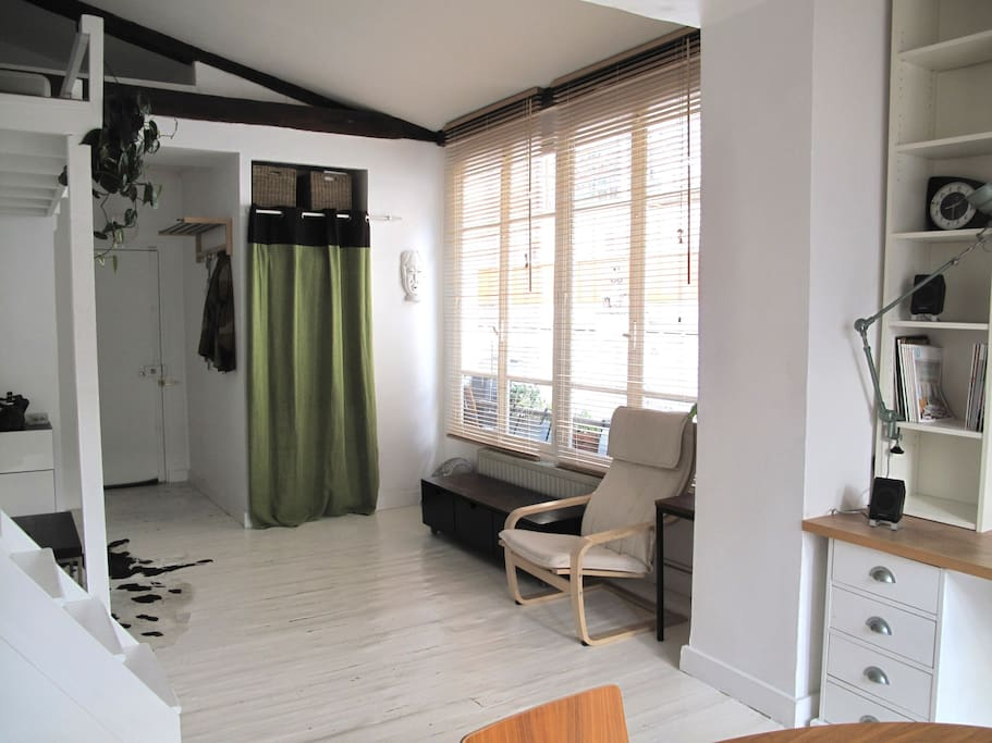 Loft atypique lumineux 11 me appartements louer for Location local commercial atypique paris