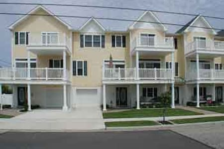 4 BR Townhouse One Block To Beach! - North Wildwood - Townhouse