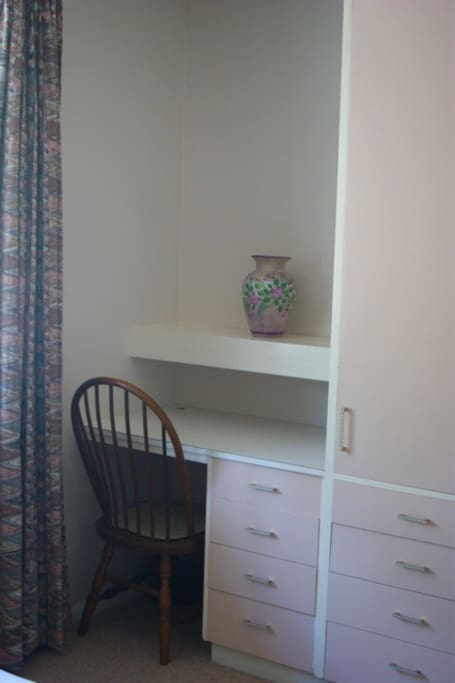 Desk/dressing table in the bedroom