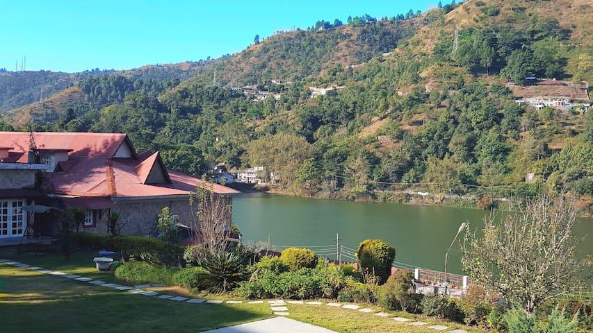 Hotel Neelesh Inn-Lake Facing Suite - Bhimtal - Bed & Breakfast