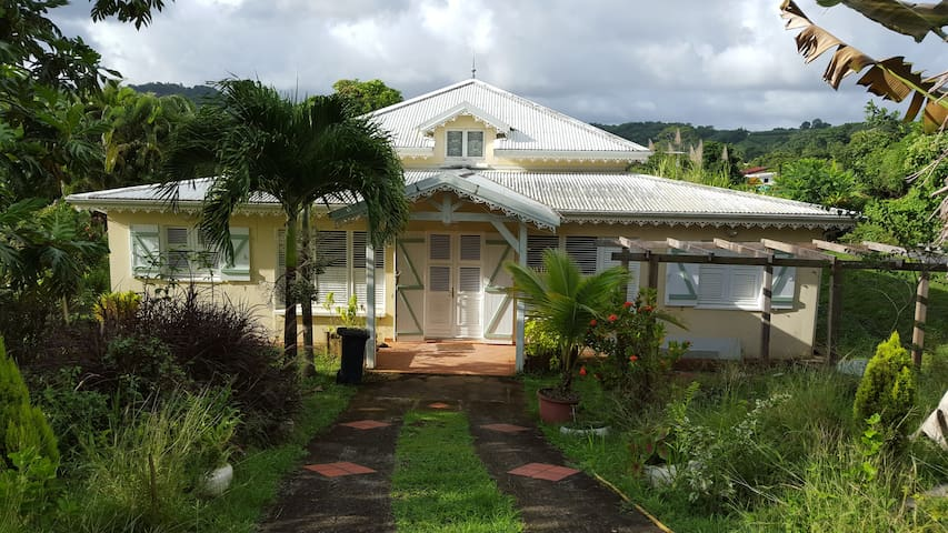 Villa cr ole ch d 39 h te colibri houses for rent in for Chambre chez l habitant martinique
