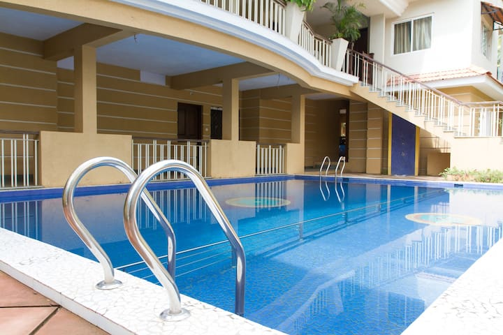 Pool + Huge one BHK near Beach + Fast Wifi