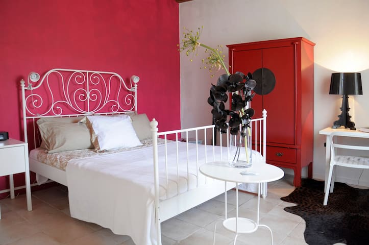 B&B Roses & Berries: romantic,green - Trieste