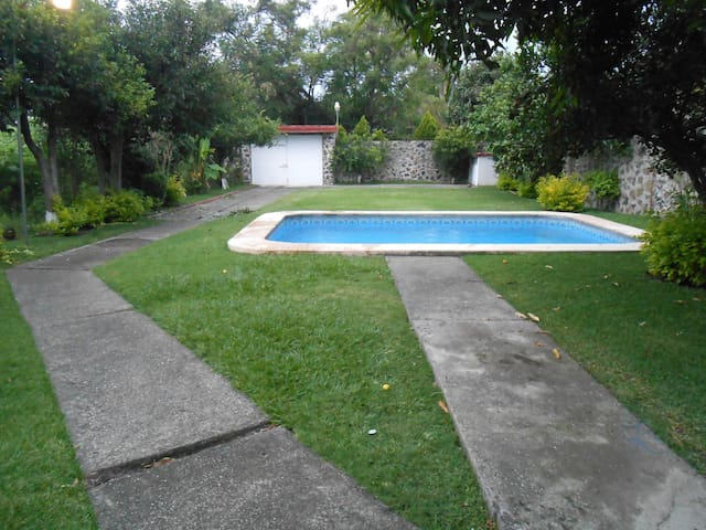 House with pool & garden in Morelos - Oaxtepec - House